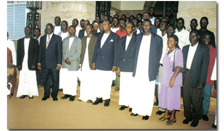 Photograph of Bunyoro King Iguru and his subjects